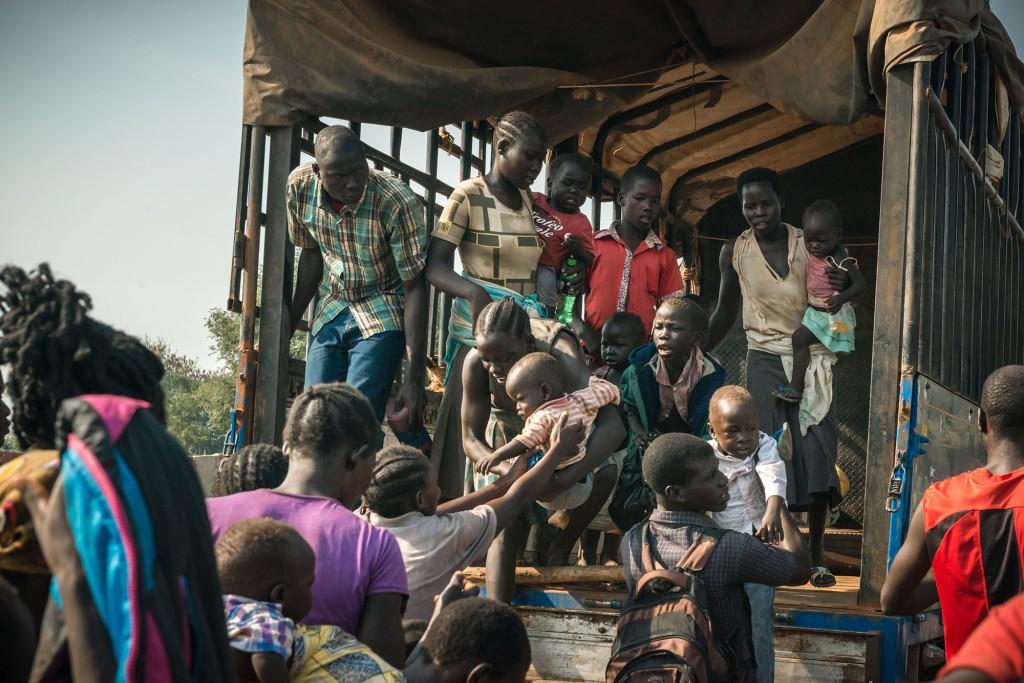 NOVEMBRE - OUGANDAL'Ouganda est dépassé par les centaines de milliers de personnes fuyant les violences au Soudan du Sud. Depuis les combats qui ont atteint Juba, capitale du Soudan du Sud, en juillet dernier, 250 000 réfugiés sud-soudanais sont arrivés en Ouganda. Ce rythme n'a cessé de s'accélérer au cours des derniers mois: actuellement 2000 personnes par jour fuient exactions et violences. © Yann Libessart/MSF
