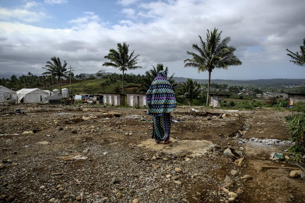 Certaines personnes vivent toujours sur ce qu'il reste du camp d'évacuation de Sarimanok, depuis le siège de 2017.©Veejay Villafranca