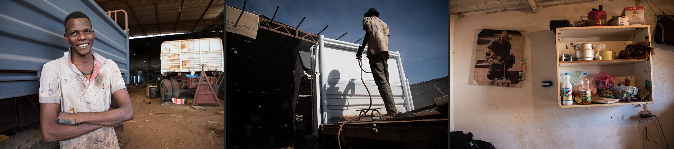 «Cela fait 2 ans que je vis entre les quatre murs du garage où je travaille, dans la peur constante de me faire arrêter et renvoyer en prison. Moi c'est Moussa. J'ai 26 ans et suis originaire de Kayes au Mali. Je vis à Misrata et ne peux pas prendre le risque de me déplacer, parce que je suis sans papiers. Après avoir quitté ma ville d'origine, je me suis rendu à Bamako dans l'espoir d'y trouver du travail–sans succès. J'ai alors rejoint l'Algérie où, pendant un an, j'ai travaillé comme soudeur dans la région de l'Adrar. Puis j'ai continué la traversée du Sahara, une route terriblement dangereuse. J'avais peur d'être fait prisonnier ou tué. Arrivé à Deb Deb, je suis passé en Libye. On m'a volé mon sac et mes papiers à la frontière ; on m'a envoyé au centre de détention de Tajoura à Tripoli.Je suis parvenu à en sortir parce que ma famille s'est cotisée pour payer les 2500 dinars nécessaires à ma libération. J'ai pu enfin rejoindre mon frère qui se trouvait à Misrata et commencé à travailler en tant que peintre dans le même garage que lui. Je suis payé à la tâche mais le travail se fait de plus en plus rare. La dernière fois, j'ai passé deux semaines sans qu'on m'en fournisse. Heureusement que je suis logé gratuitement au garage, sinon je ne sais pas comment je pourrais m'en sortir.»Moussa, Malien, 26 ans.