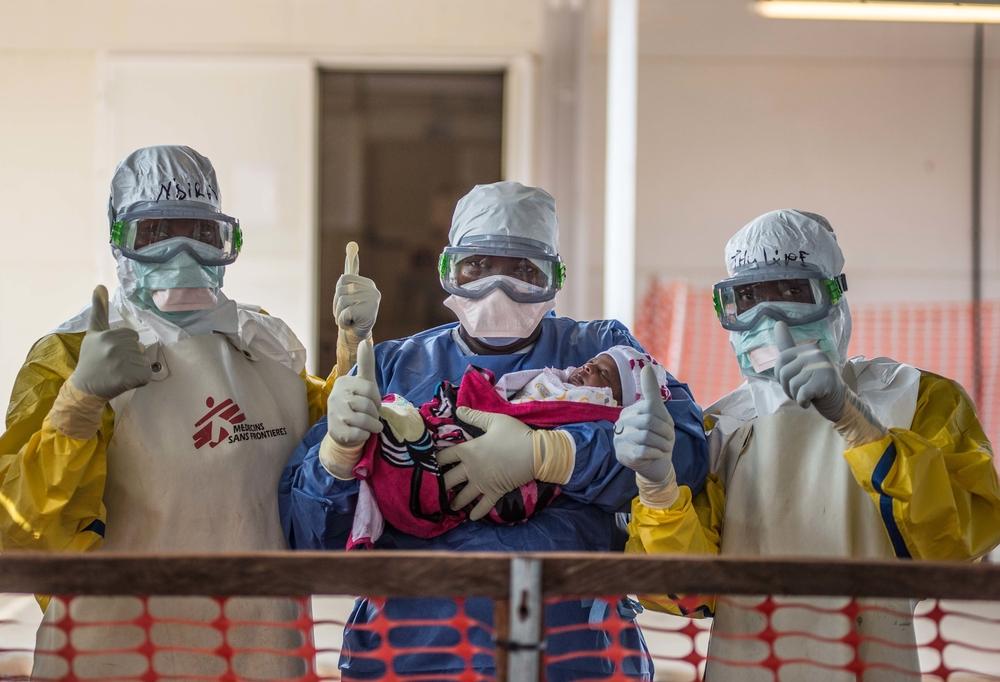 JANVIER – EBOLA Le 14 janvier, l'Organisation Mondiale de la Santé (OMS) annonce la fin de l'épidémie d'Ebola en Afrique de l'Ouest. Tandis que MSF continue à offrir des soins aux survivants, elle rappelle à la communauté internationale qu'il est primordial de tirer des leçons afin d'améliorer la réponse apportée lors d'épidémies futures et maladies négligées de ce type. © Tommy Trenchard