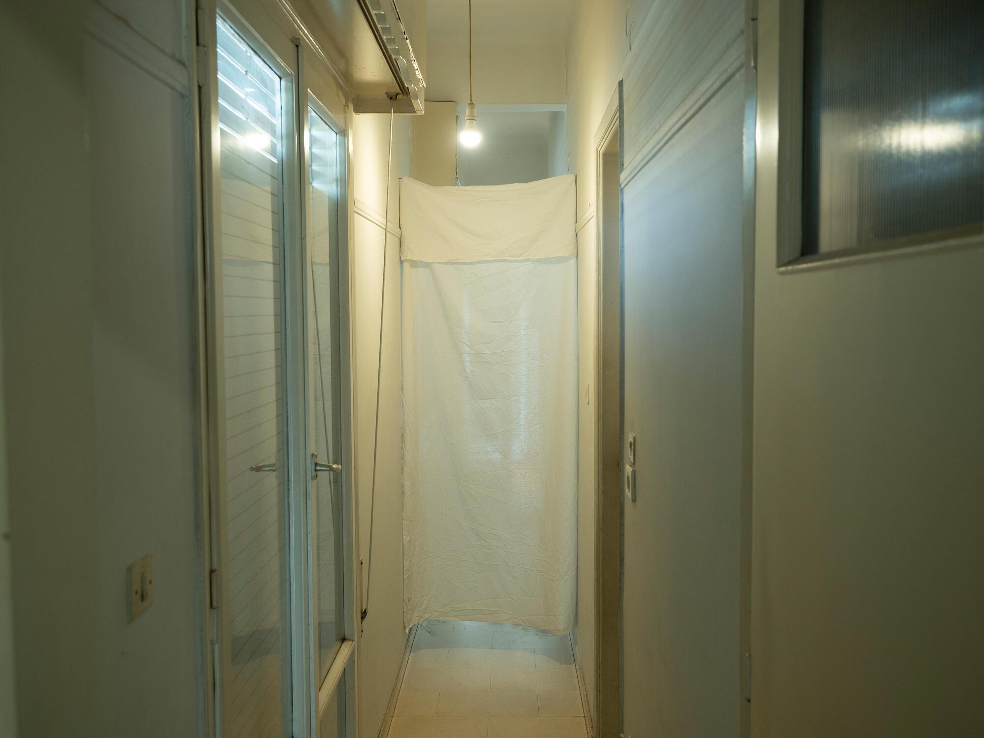 L'appartement d'Ismail à Athènes, août 2020, crédit : Enri CANAJ/MAGNUM Photos